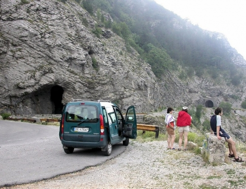 Golubnjača pećina cave – Lovćen planina